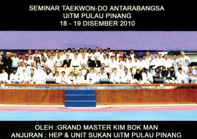 Supreme Master Kim Bok Man poses with students and instructors after a Chun Kuhn Taekwon-Do seminar in Pulau Pinang, Malaysia, on December 18-19, 2010.